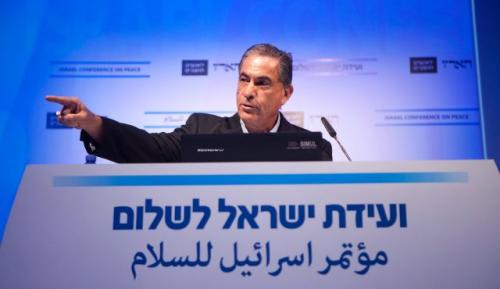 كاتب إسرائيلي ينتقد إنخفاض سقف الحريات في بلاده ويؤكد تلقيه تهديدات بالقتل