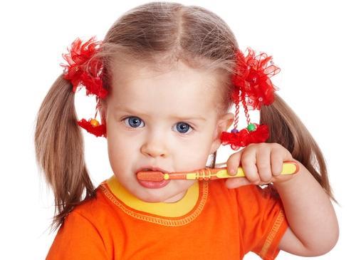 تعرف علي أفضل الطرق للحفاظ علي أسنان اﻷطفال وحمايتها من التسوس