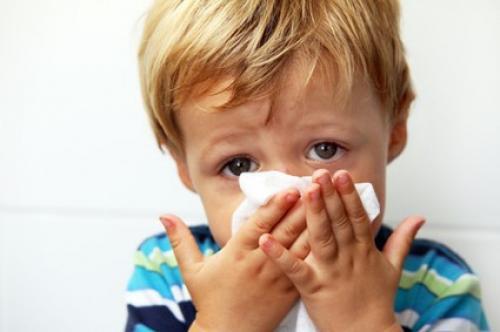 تعرف علي أفضل وأسهل الطرق الطبيعية لعلاج اﻷنفلونزا ونزلات البرد