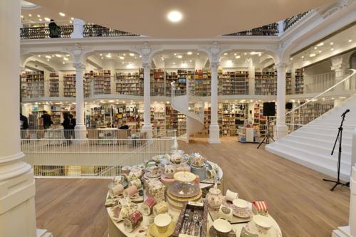 إيطاليا : تحويل مبني تاريخي إلي مكتبة عصرية