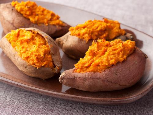 تناول البطاطا يعمل علي تحسين المزاج وتقوية العظام والعديد من الفوائد