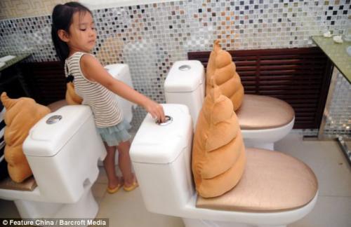 مطعم صيني يصمم كل مقاعده وكل أطباقه على شكل مراحيض