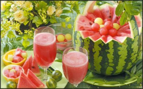 تعرف علي فوائد أكل البطيخ وتناول عصيره