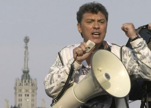 روسيا : أغتيال معارض مشهور بالرصاص علي بعد خطوات من أسوار الكرملين
