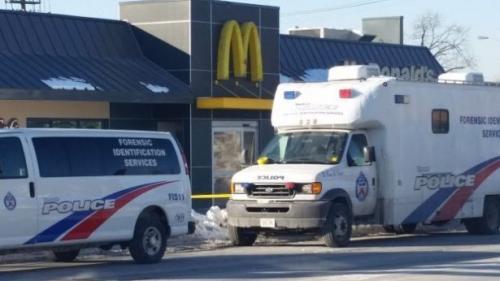 كندا : مقتل شخصين بمشاجرة في طابور لزبائن مطعم ماكدونالدز