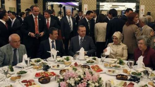 تركيا : مختبر خاص لفحص طعام الرئيس خوفاً من تسميمه