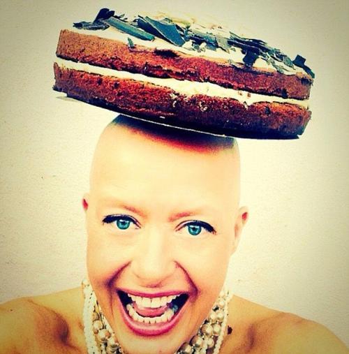 بريطانيا : سيدة تكافح مرض السرطان بإلتقاط صورة سلفي كل يوم