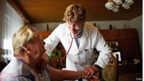 هل يمكن لكلمات الطبيب أن تصيبك بالمرض أو تساعد علي الشفاء