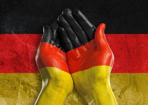 ألمانيا تحتاج إلى نصف مليون مهاجر جديد كل عام