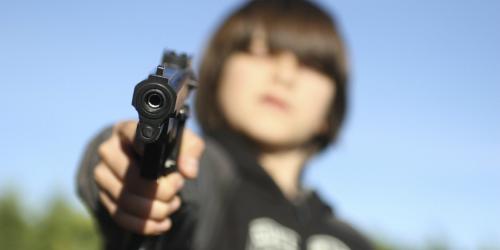 طفل عمره 3 أعوام يقتل رضيع بسلاح ناري