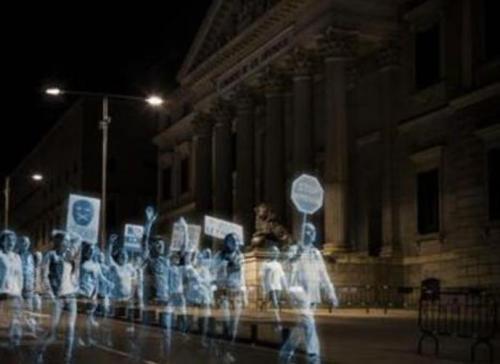لأول مرة في التاريخ خروج مظاهرة بدون متظاهرين
