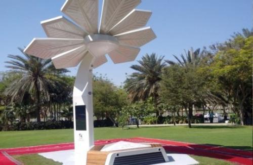 الإمارات تزرع النخل الذكي لتوفير الإنترنت وشحن الهواتف مجاناً