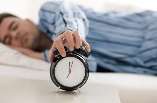 دراسة توضح كم ساعة نوم نحتاجها يومياً وماهي أفضل الطرق للنوم