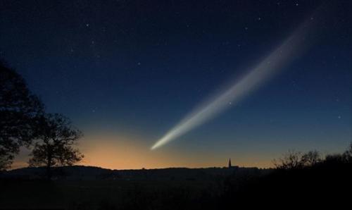 للمرة اﻷولي في تاريخ البشرية أكتشاف غبار مذنب فضائي على سطح الأرض