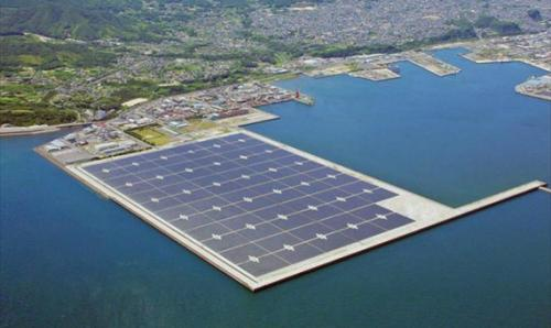 بناء أكبر محطة شمسية في العالم عائمة على بحيرة