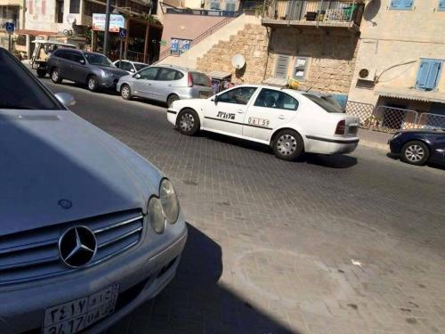 سيارة مرسيدس تحمل لوحة أرقام سعودية في إسرائيل تثير التساؤلات