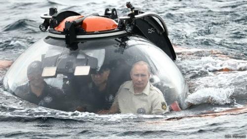 الرئيس الروسي يشارك بعثة علمية بالغوص في أعماق البحر