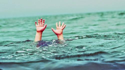 أب يمنع إنقاذ إبنته من الغرق لسبب لا يمكن تخيله