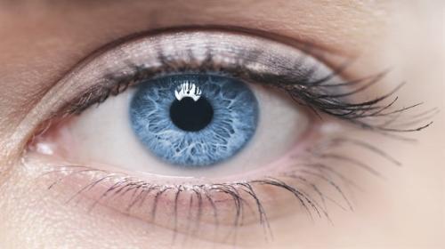 تقنية طبية جديدة تحول لون عينك إلي اﻷزرق للأبد في أقل من 20 ثانية