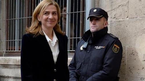شقيقة ملك أسبانيا تمثل أمام المحكمة بتهمة اﻷحتيال