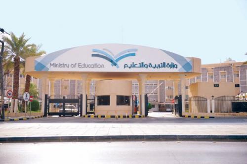 مدرس سعودي يتعرض للضرب المبرح أمام مدرسته