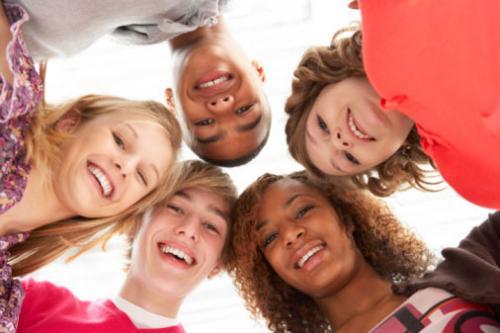 دراسة : صوت ضحكتك يظهر علاقتك بالأشخاص حولك