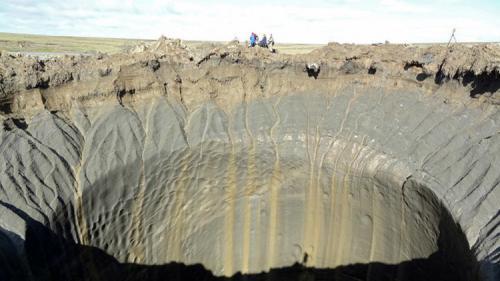حفرة نهاية العالم في سيبيريا تتسع وظواهر تدهش العلماء