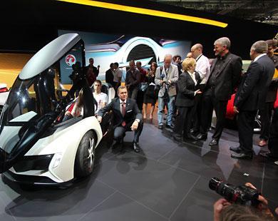 معرض فرانكفورت يقدم سيارات المستقبل والخيال