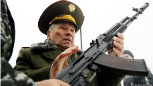 الجيش الروسي يوقف طلباته من بنادق كلاشنكوف