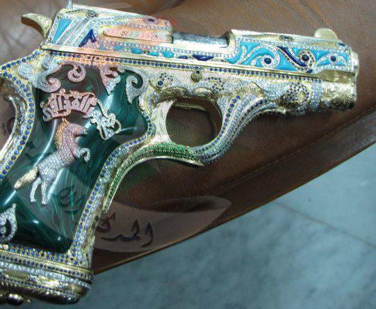 القذافي بمتلك أغلي مسدس في العالم