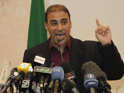 القبض على المتحدث الرسمي للقذافي متخفي في زي امرأة