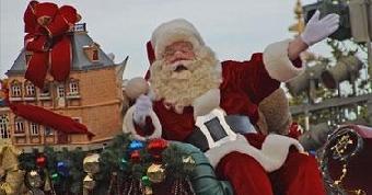 لصان يتخفيان قي زى بابا نويل يسرقان حارساً ملكياً