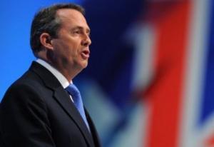 وزير الدفاع البريطاني يفقد وظيفته بسبب صديقه