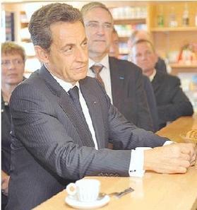 ساركوزي يعزم رفاقه في مطعم و ينسي دفع الحساب