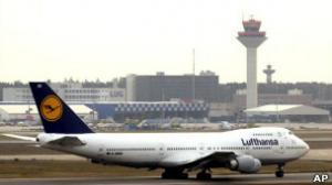 طائرة تهبط اضطراريا بسبب رائحة غريبة