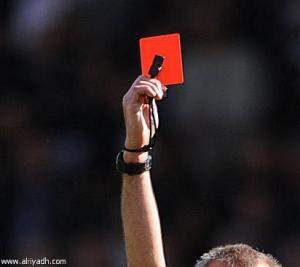 حكم مخمور يطرد ثلاثة لاعبين بدون سبب