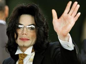 مايكل جاكسون أكثر المشاهير كسباً للمال بعد وفاته