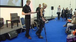 معرض لندن للتكنولوجيا يعرض جهاز يمنح المقعدين القدرة على المشي