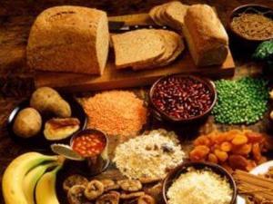 دراسة: الأطعمة الغنية بالألياف تقي الإصابة بسرطان الثدي