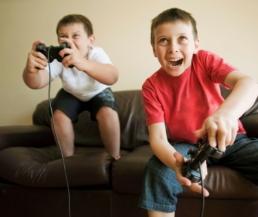 أستخدام ألعاب الكمبيوتر في تنمية ذكاء الأطفال