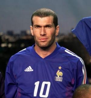 أختيار زيدان كأفضل لاعب في الدوري الأوروبي خلال عقدين