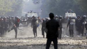 مرشحون مجلس الشعب المصري يعلقوا حملاتهم أحتجاجاً على قمع المتظاهرين