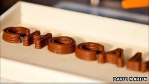 طابعة تستخدم الشوكولاته بدلاً من الحبر لإنتاج اشكالاً مجسمة