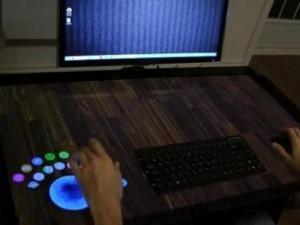 شركة كندية تبتكر طاولة حاسوب تفاعلية