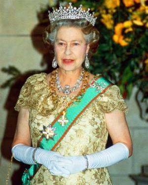 ملكة بريطانيا تعاني من إنخفاض راتبها بسبب أجراءات التقشف