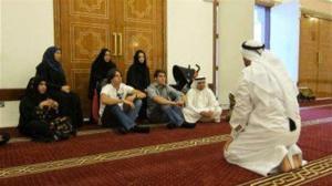 كاكا يقوم بزيارة إلي مسجد في دبي ويتعرف على تعاليم الإسلام