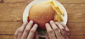 مطعم يقدم سندوتشات خاصة للمكفوفين مكتوبة عليها بالسمسم بطريقة برايل