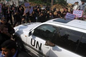 سكان غزة يستقبلوا بان كي مون بالحجارة والأحذية