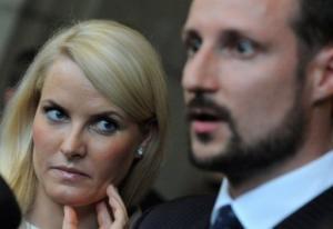نجاة ولي عهد النرويج وزوجته من حادث طائرة دون إصابات