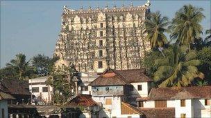 أكشف كنز بمليارات الروبيات تحت معبد هندي